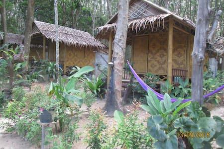 Bamboo  bungalows - Tambon koh lanta yai - 小屋