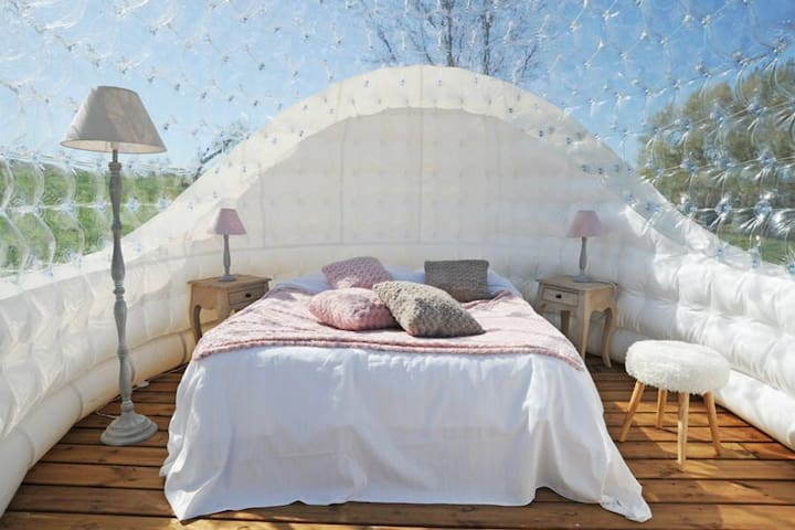 Chambre bulle insolite chauffée - Vignieu - Bed & Breakfast