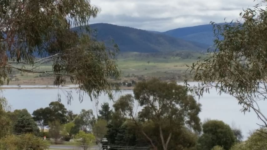 Great view of lake and comfy living - Jindabyne - Apartamento