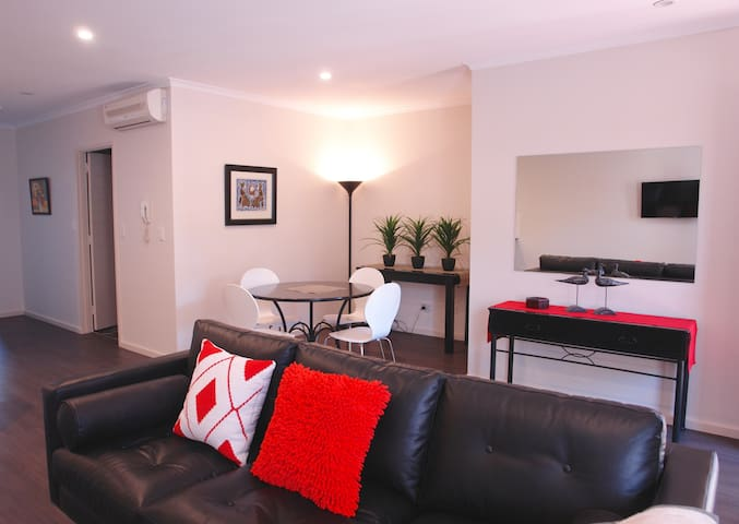 Luxury & Location in Adelaide - North Adelaide - Apartment