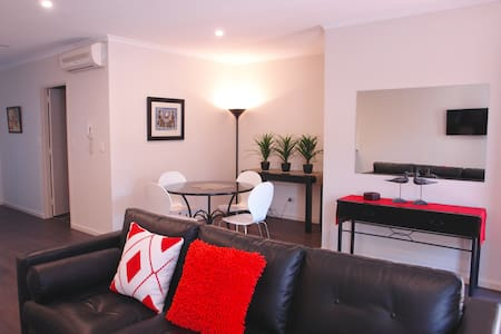 Luxury & Location in Adelaide - North Adelaide - Apartemen