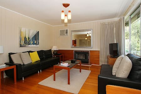 Charming Mid 20th Century Home - Bundoora - 独立屋