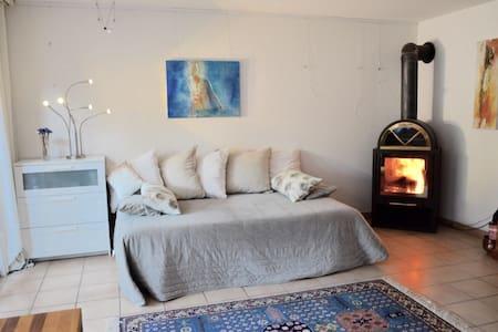 sonnige, ruhige Gartenloft - Embrach - Huis