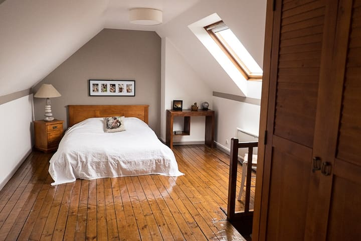 Chambre  avec petit déjeuner complet inclus - Saint-Quentin - Bed & Breakfast