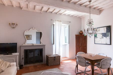 Stunning medieval village townhouse - Compignano - House