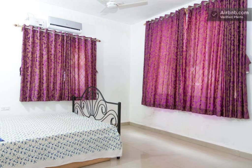This is ground flr bedrm close to drawing room and dinning room.