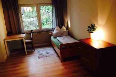 Schönes Zimmer in Einfamilienhaus. - Casa