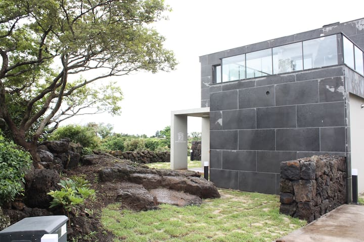 산방산애뜰 The Private Hinoki Spa Vill - Andeok-myeon, Seogwipo-si - Casa
