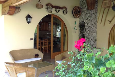 VILLA WITH GARDEN & CAR PARK - Talo