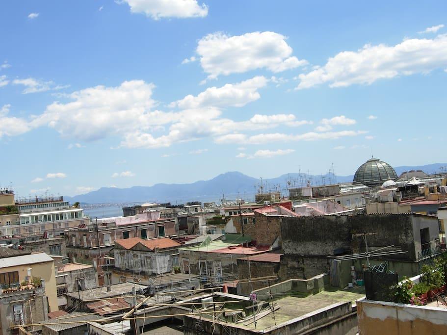 Centralissimo attico panoramico appartamenti in affitto for Airbnb napoli