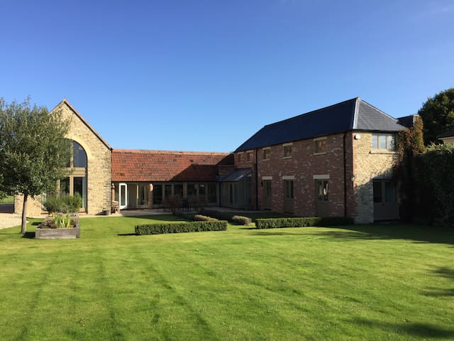 4 Bed 4 Bath House in 2.5 Acres - Fairford - Hus