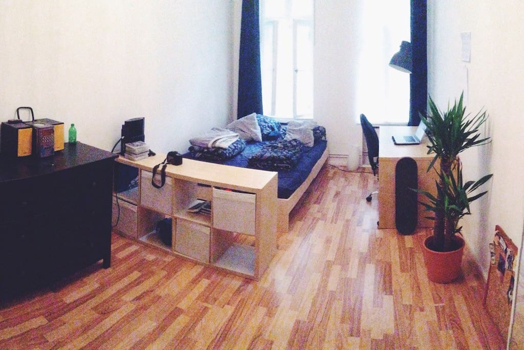 gro es helles zimmer in top lage wohnungen zur miete in berlin berlin deutschland. Black Bedroom Furniture Sets. Home Design Ideas