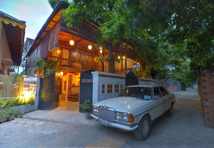 Khmer Wooden House+ Airport Pick up - Krong Siem Reap - 一軒家