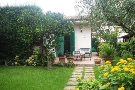 Villetta al mare con giardino - Minturno - Villa