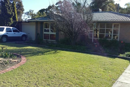 Self catered full equipped Q/B.room. - Forrestfield - Dům