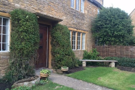 Lovely Cotswold Cottage - Gloucestershire