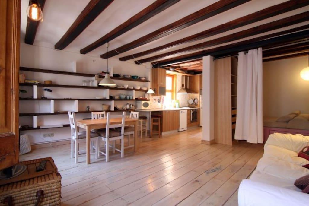 Cute apartment by las ramblas appartamenti in affitto a for Appartamenti barcellona affitto economici