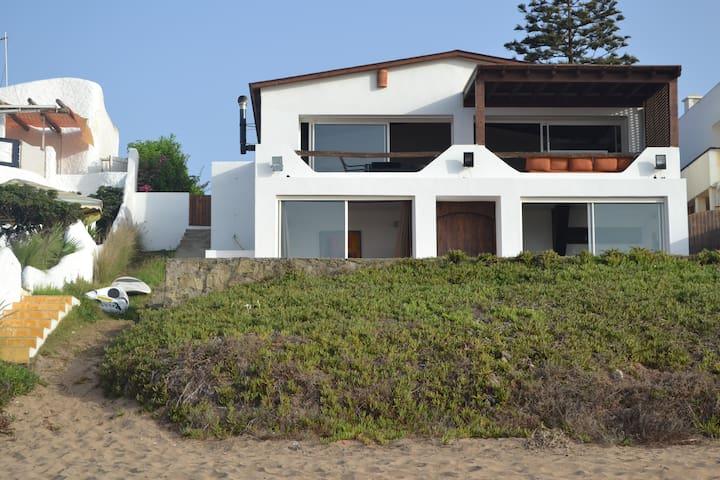beachfront house/frond de mer