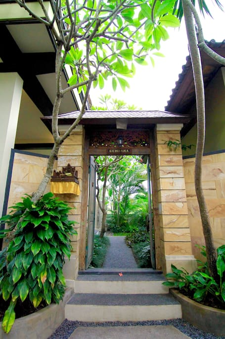 Villa Cendana entrance