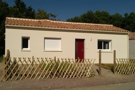 petite maison agréable à 1km mer  - Saint-Vincent-sur-Jard - Дом