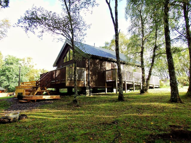 Lovely Log Cabin with Hot Tub - Dalavich - บ้าน