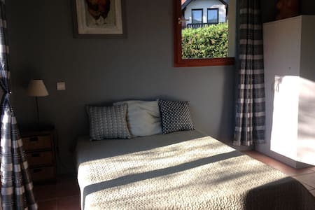 Chambre indépendante - Talloires - Bed & Breakfast