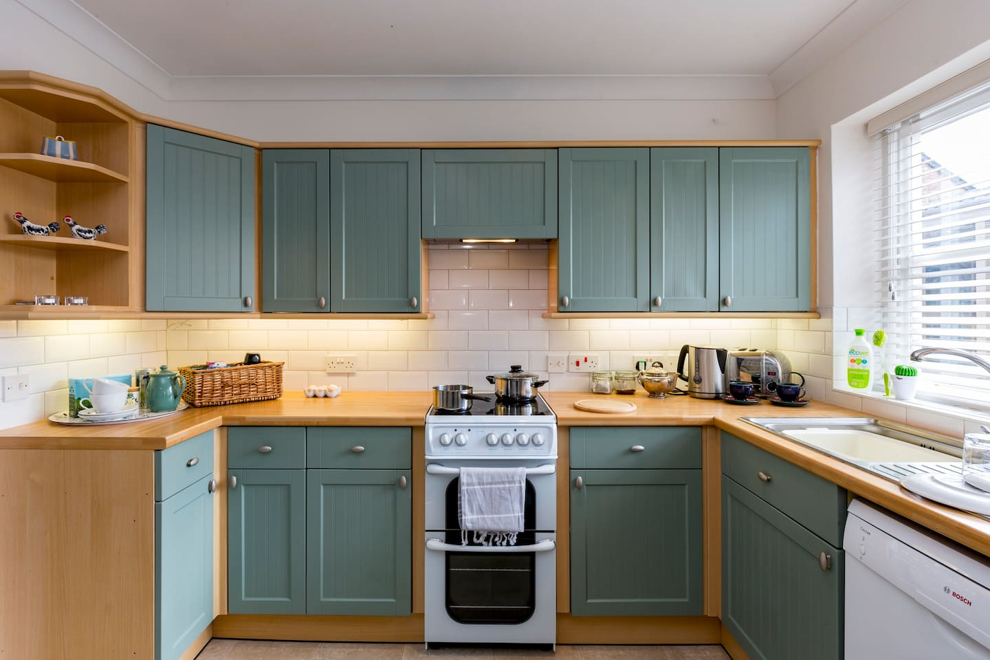 Kitchen with cooker, fridge and dishwasher. Everything you need to cook cheese on toast or even a roast dinner!