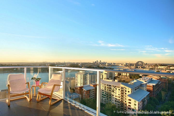 270° Iconic Sydney Harbour View Apartment