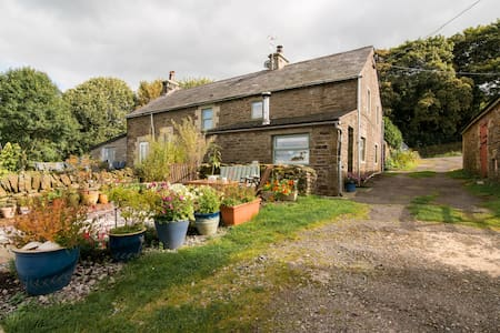 Clough Head Cottage, Nr Buxton