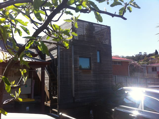 Shipping Container Studio with Deck - North Hobart - Cabin