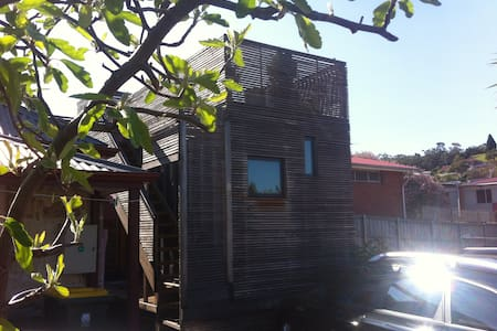 Shipping Container Studio with Deck - North Hobart - Blockhütte