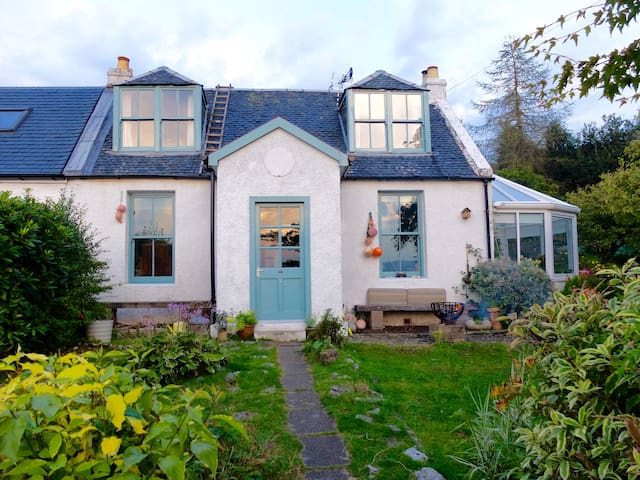 Quirky, Rural 3 Bedroom Cottage,  Tighnabruaich - Argyll and Bute - Ház