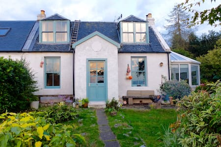 Quirky, Rural 3 Bedroom Cottage,  Tighnabruaich - Argyll and Bute