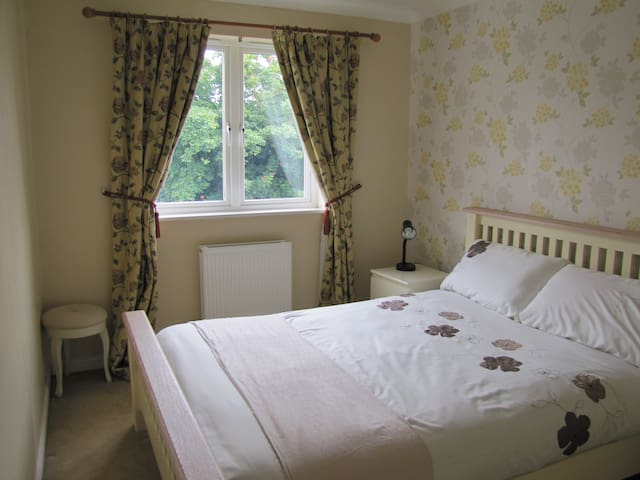 Lovely double bedroom near Stirling - Tullibody - Villa