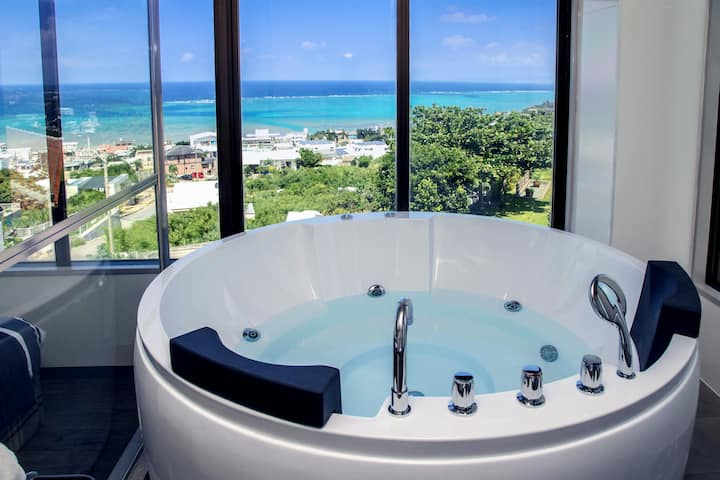 Hot Jacuzzi and Beautiful Ocean View!! Yomitan