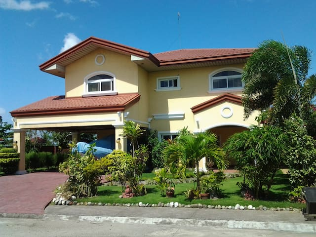 Sunset Beach Villa - PH - Bed & Breakfast