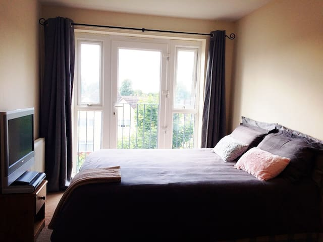 Lovely Bright Double bedroom - Eastleigh - Apartment