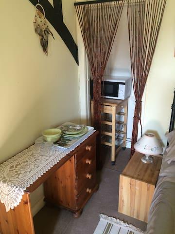 Lovely, light airy double bedroom - Stockbridge - Casa