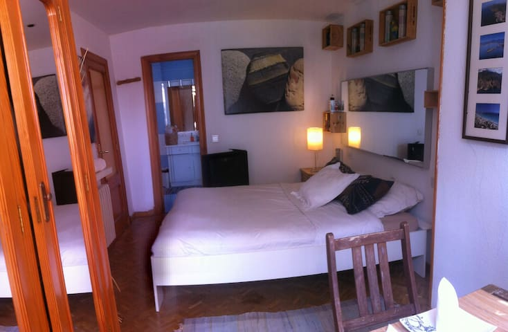 Room with private bathroom by port