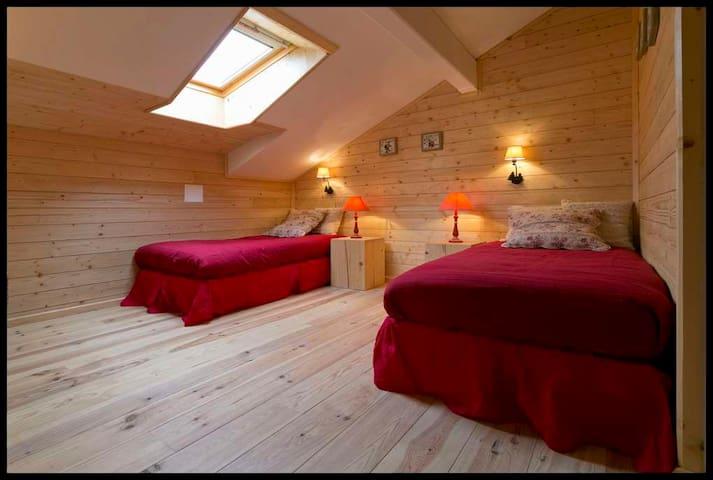 Chambre 4 (2 lits 90 X 190)