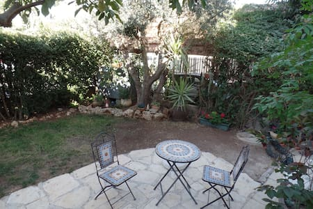 Jerusalem view, garden apartment - Mevaseret Zion - 一軒家