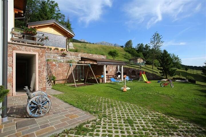 """Apartment """"Faggio""""+private garden"""