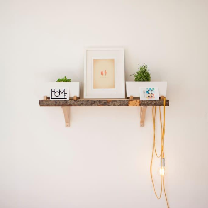 Stylish wooden decorations.