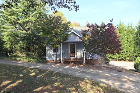 Cozy Cottage in Travelers Rest - Travelers Rest