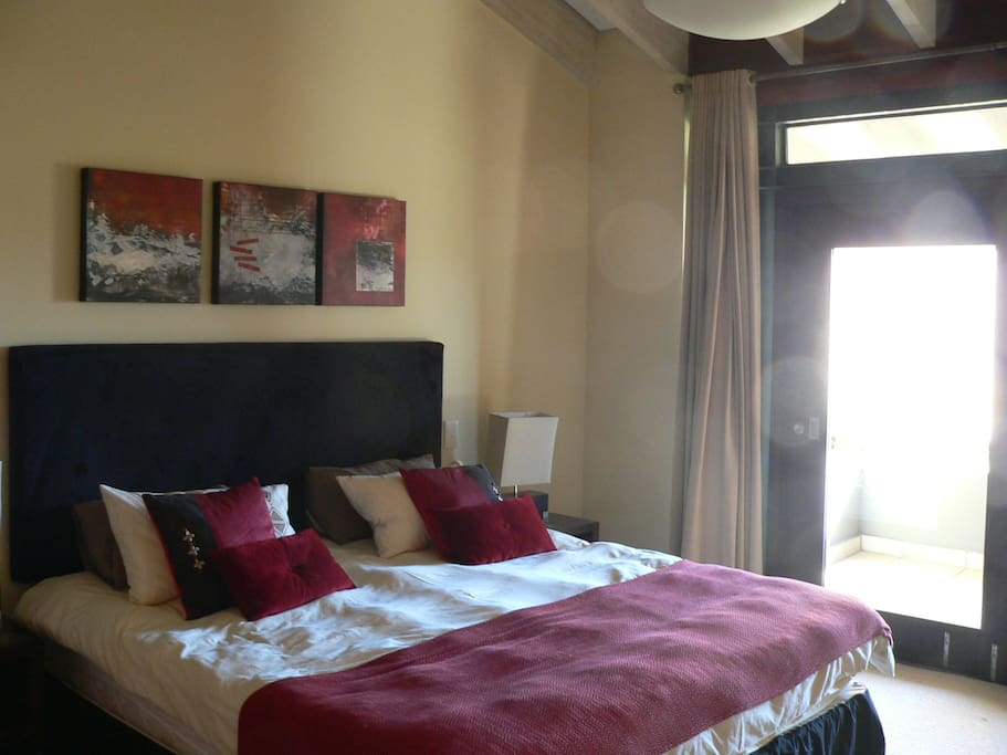 Bedroom leading on to balcony with view over Outeniqua Mountains