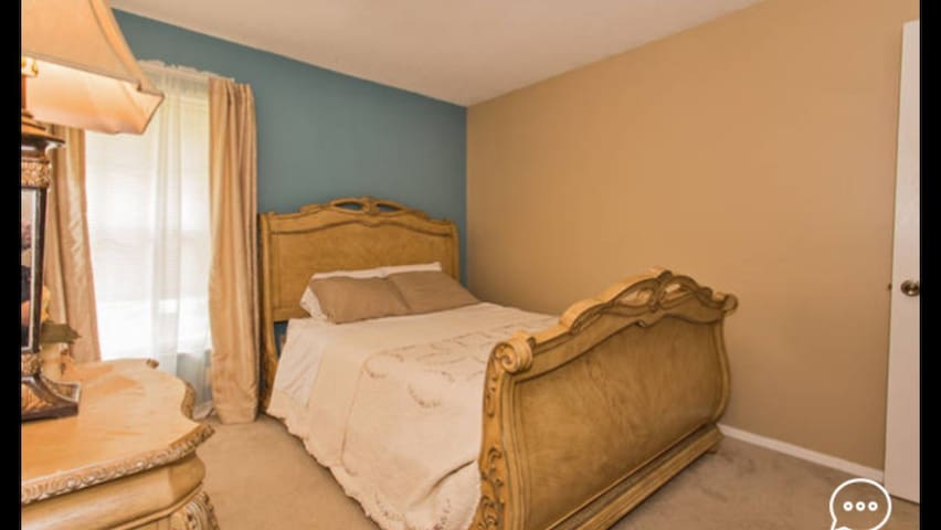Convenient location, competitive price,comfortable - Tampa - Casa