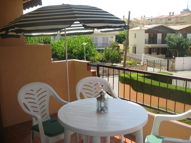 Apartment with swimming pool, 600 m from the beach - Torredembarra - Apartment