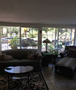 Natural sanctuary close to downtown - Carmichael - Casa