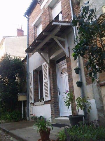 Gîte La mesangerie - Château-Renard - Huis
