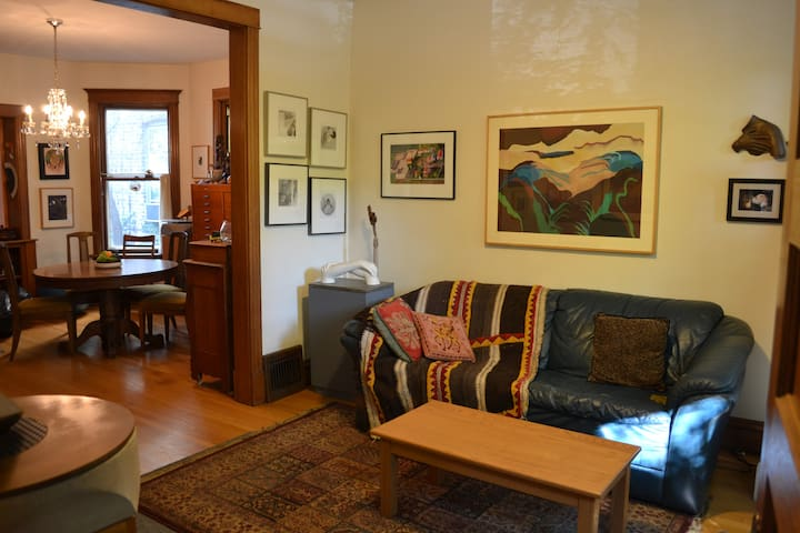 Comfortable, unique  space in Lakeview area.